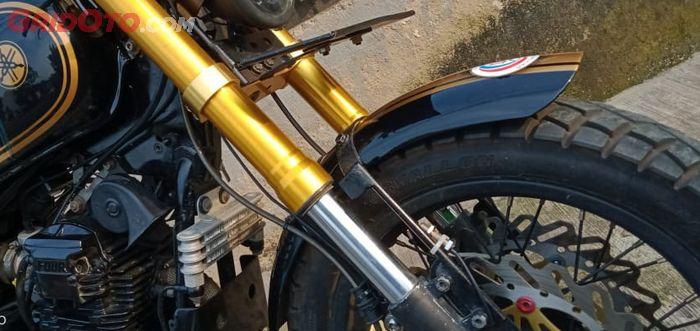 Oil cooler terpasang dibalik ban depan Yamaha Scorpio