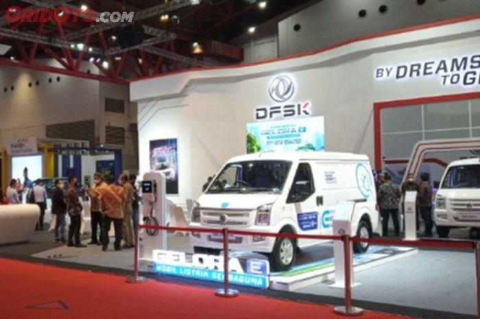 Booth DFSK di pameran otomotif Jakarta