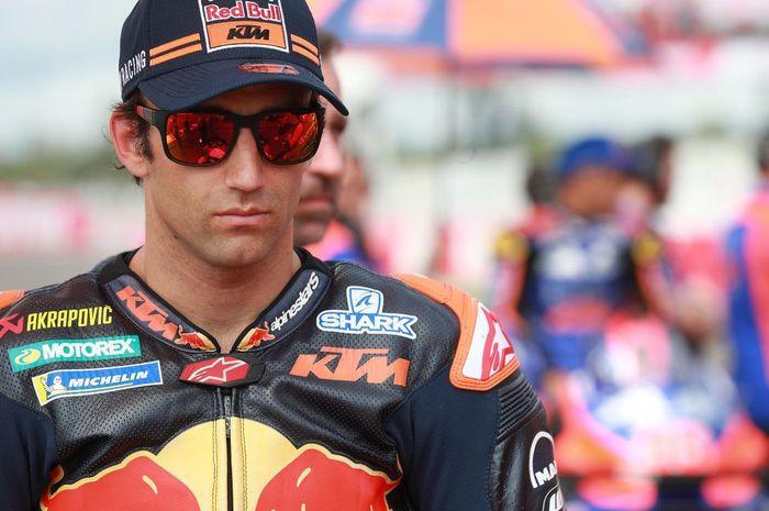 Direktur motorsport KTM, Pit Beirer, menegaskan akan terus membantu Johann Zarco mendongkrak performanya pada MotoGP 2019