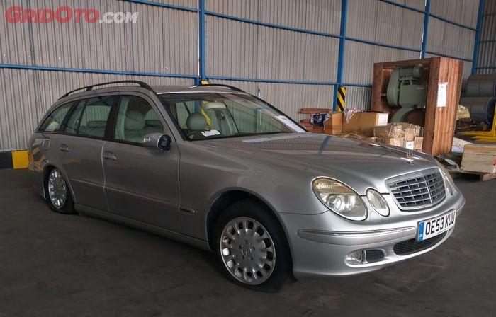 Mercedes-Benz E270 CDI station wagon (S211) lansiran 2002 yang dilelang