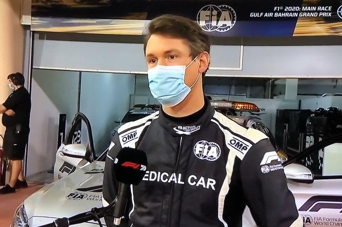 Alan van der Merwe, pengemudi Medical Car yang pertama datang menolong Romain Grosjean saat kecelakaan di F1Bahrain 2020