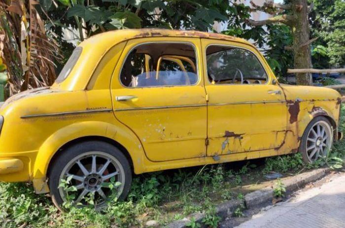 Fiat 1100 yang mangkrak