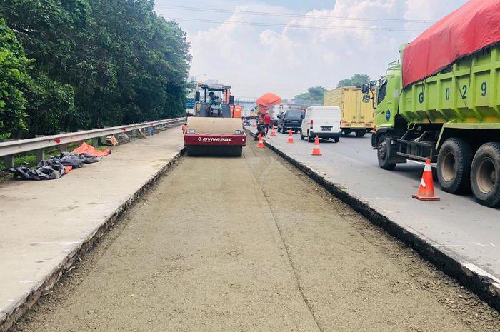 Jasamarga Metropolitan Tollroad kembali melanjutkan perbaikan jalan yang rusak di Jalan Tol Jagorawi.