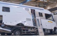 nyaman bak rumah sendiri, tapi amankah camper van jika kecelakaan?