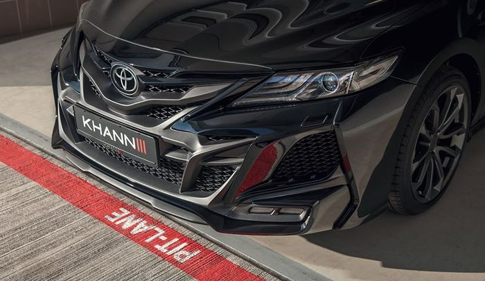 Tampang Toyota Camry baru dibuat agresif mengekspos lekukan rumit