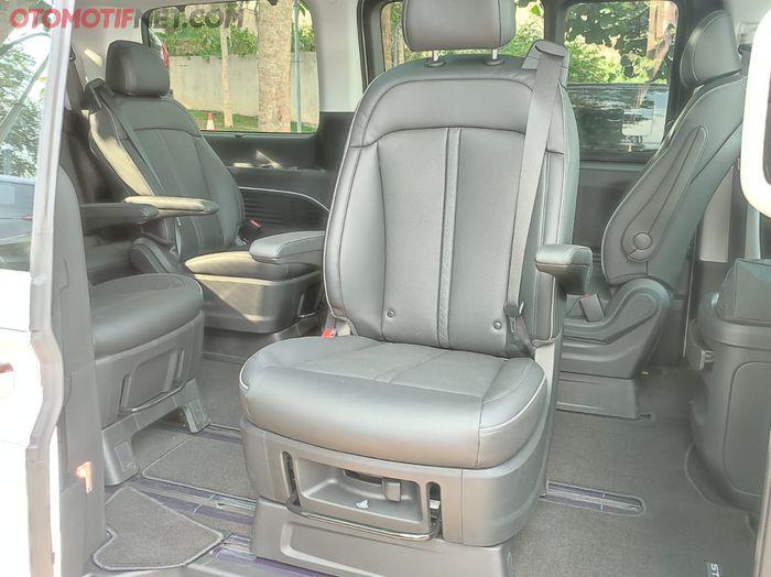 Jok tengah Hyundai Staria bisa dibikin menghadap keluar
