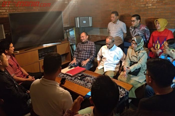 Suasana pertemuan BPRD DKI Jakarta dengan para perwakilan asosiasi pemilik mobil mewah.