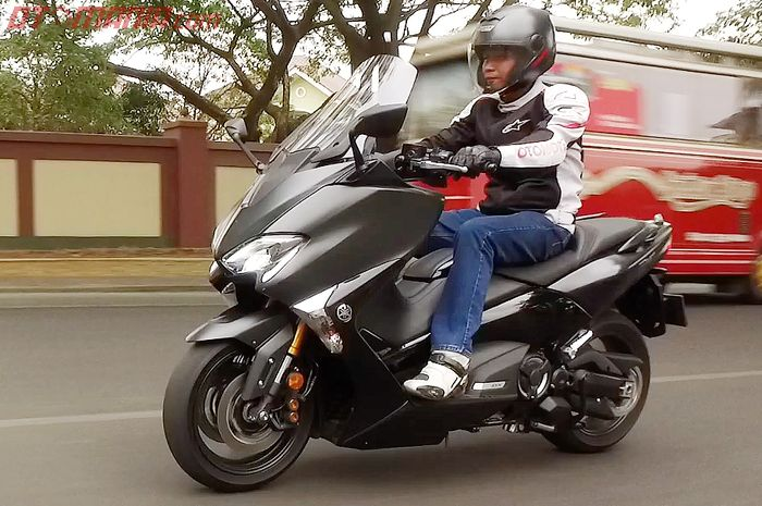 Bodi Gede, Mesin 530 Cc, Tapi Yamaha TMAX DX Lebih Irit