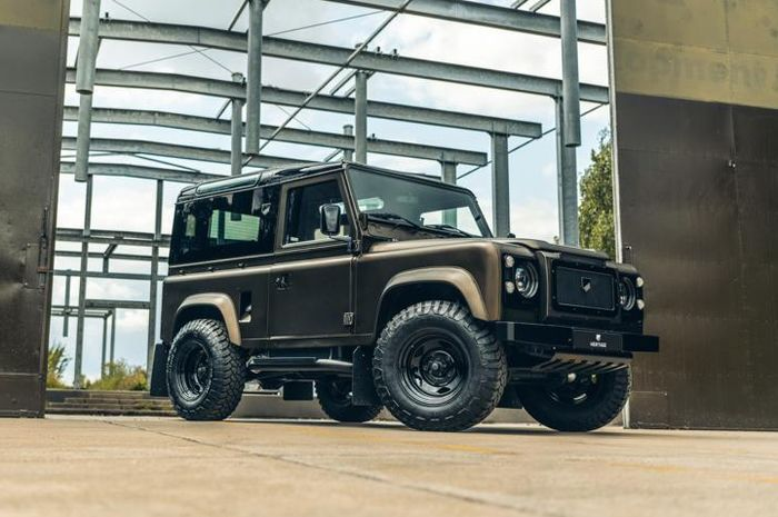 Restorasi Land Rover Defender nyentrik garapan Heritage Customs, Belanda