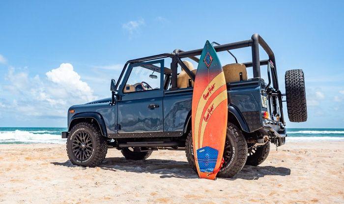 Restomod Land Rover Defender khusus untuk anak pantai