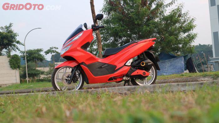 Honda PCX 150 dibalut jubah oranye dan kaki-kaki Honda SH 150i