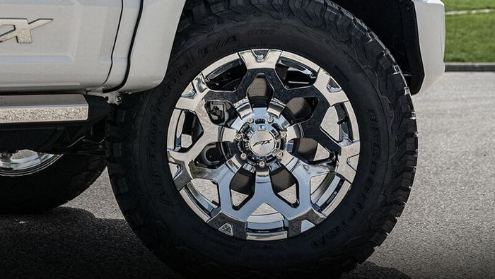 Modifikasi Ford F-150 pakai pelek ukuran 20 inci berlapis krom