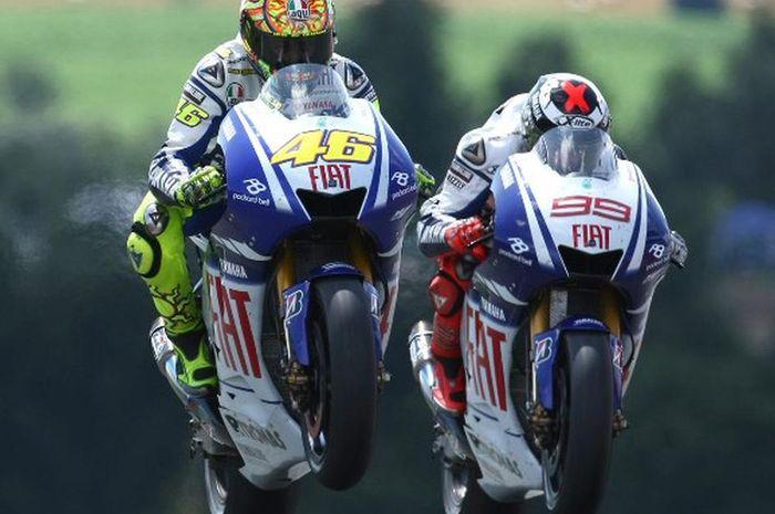 Aksi Valentino Rossi mengasapi Jorge Lorenzo di MotoGP Jerman 2009
