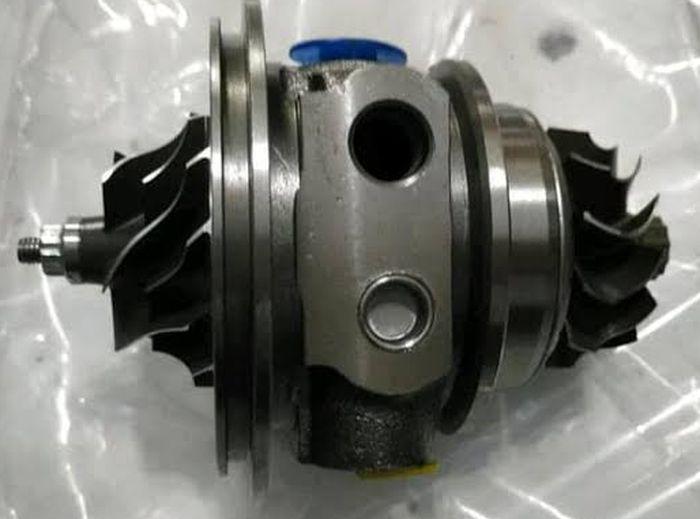 Cartridge turbo yang terdiri dari rangkaian komponen internal turbocharger