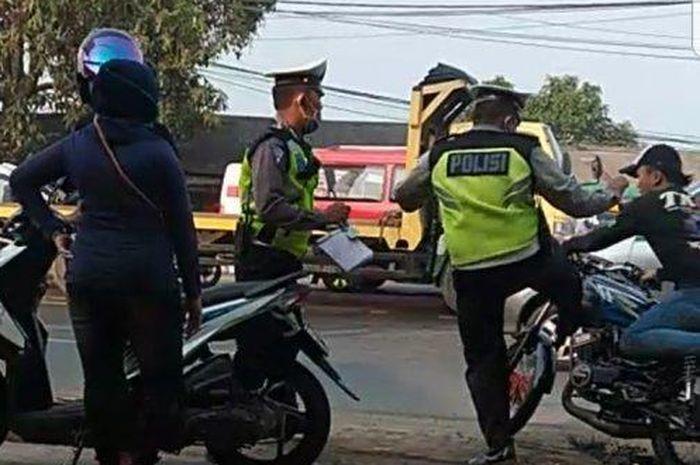 Yamaha Rx King Kena Tendangan Polisi Refleks Langsung