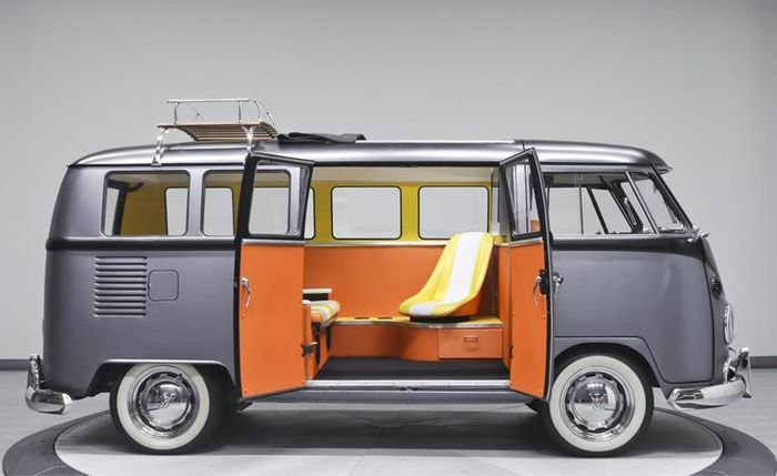 VW Kombil Back to The Future dari samping
