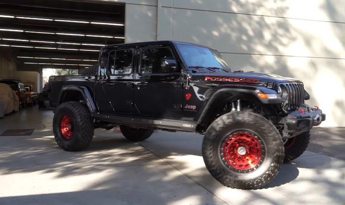 Kaki-kaki Jeep Gladiator dibuat jinjit dan pasang ban 40 inci
