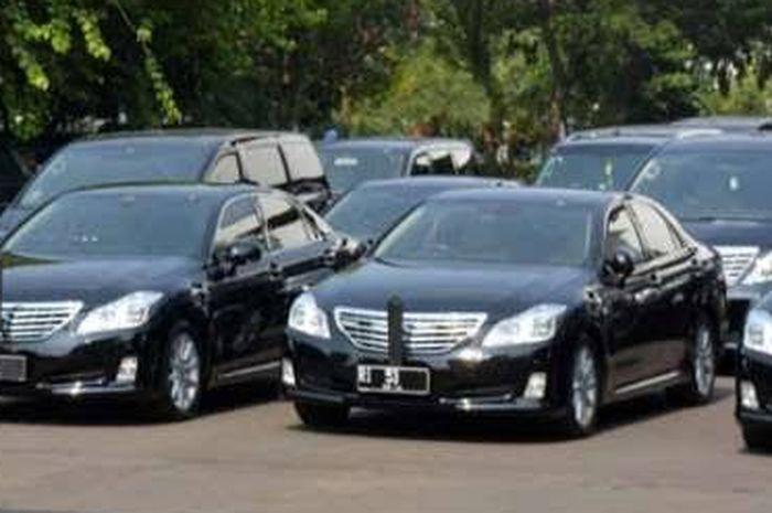 Toyota Crown Royal Saloon Bekas Auto Jadi Menteri Nih Sob Simak Harganya Gridoto Com