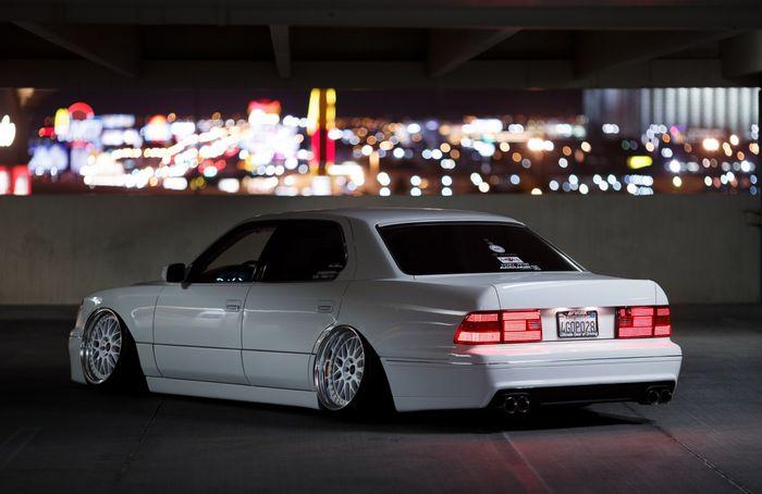 Modifikasi Lexus LS400 bergaya stance elegan pakai warna Audi dan body kit Aimgain