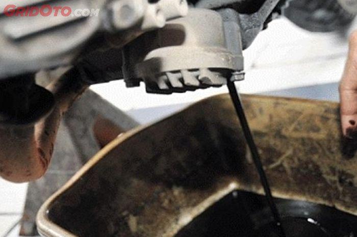 Oli mesin yang lama enggak digunakan juga bisa rusak
