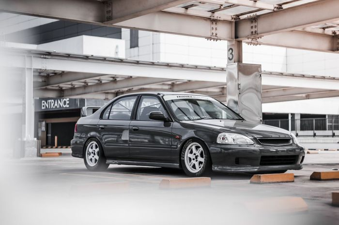 Honda Civic Ferio coba aliran Kanjozoku, kece dengan tire bomb