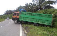 street manners: truk mundur karena tidak kuat menanjak bahayakan pengendara lain, kenali penyebabnya