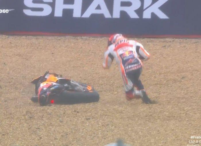 Marc Marquez yang terjatuh di tikungan terakhir sirkuit Le Mans