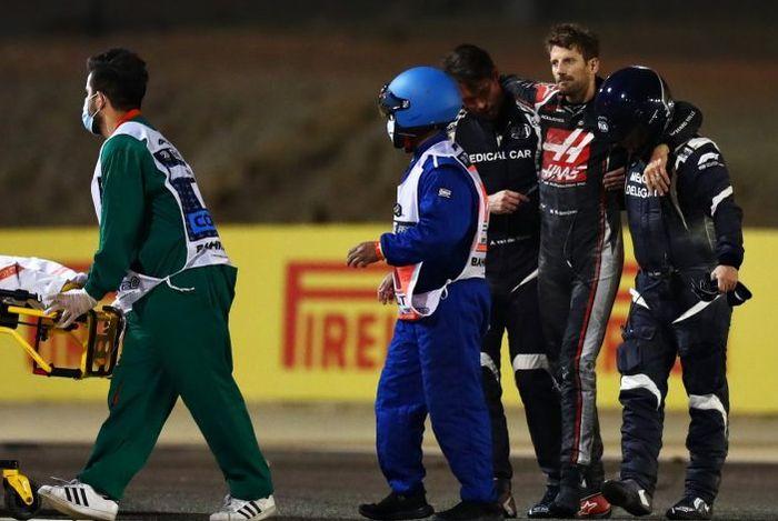 Romain Grosejan selamat dari insiden mengerikan di F1 Bahrain.