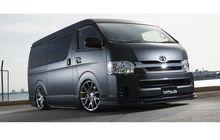 Toyota HiAce Lama Pakai Body Kit Wald, Jadi Sangar Berbaju Serba Hitam