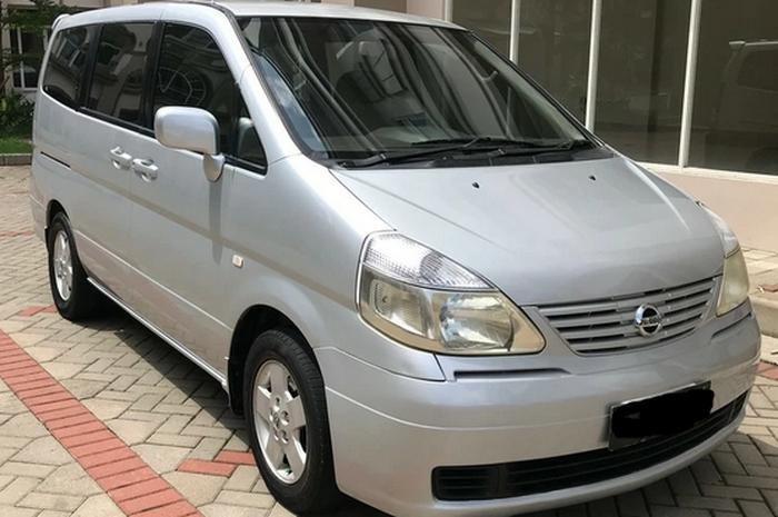Ilustrasi MPV Pintu Geser Nissan Serena