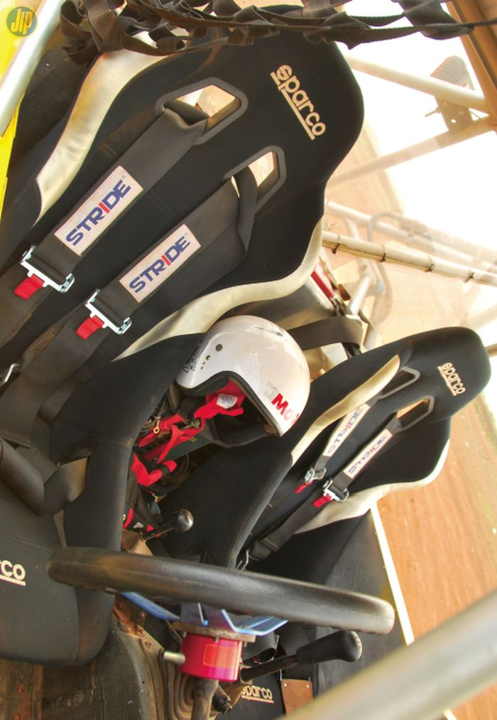 Jok bucket Sparco dilengkapi sabuk pengaman 4 titik keluaran Stride.