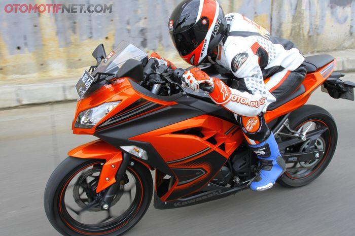 Ilustrasi Kawasaki Ninja 250 Fi