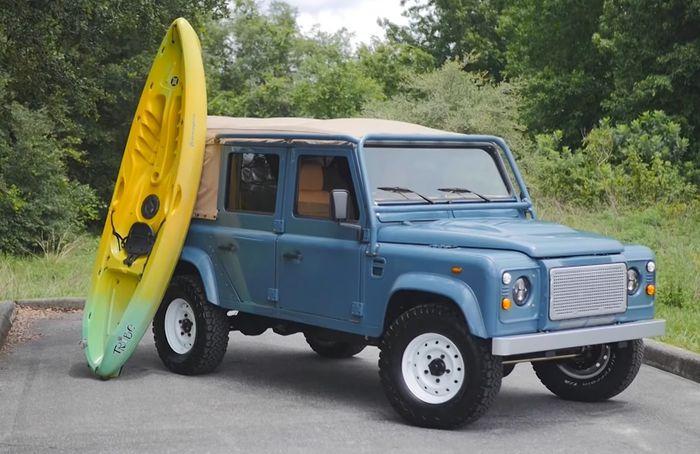 Restorasi Land Rover Defender berubah lebih kekinian tapi tetap klasik