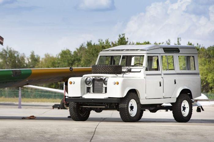 Restomod  Land Rover Defender seri 2 lansiran 1961