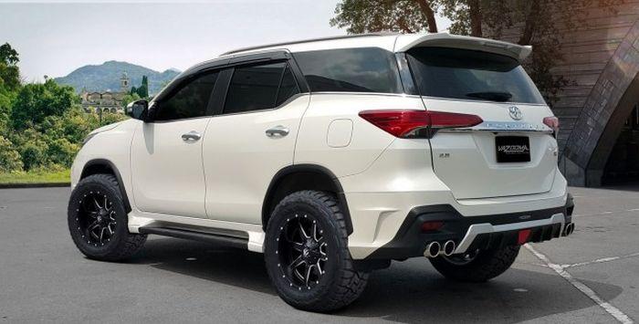 Toyota Fortuner pakai ban tapak lebar dan body kit