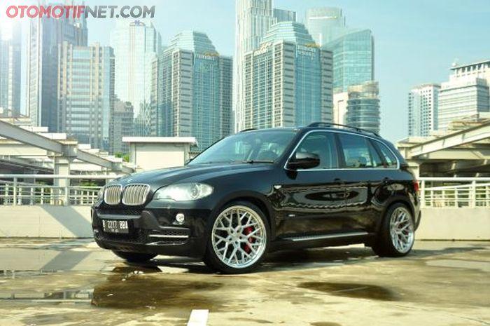 BMW X5 4.8i merupakan tipe langka, tapi masih dimodifikasi juga oleh sang pemilik