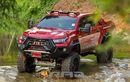 Toyota Hilux Petarung Medan Ekstem, Wajahnya Bengis Berkaki Jangkung