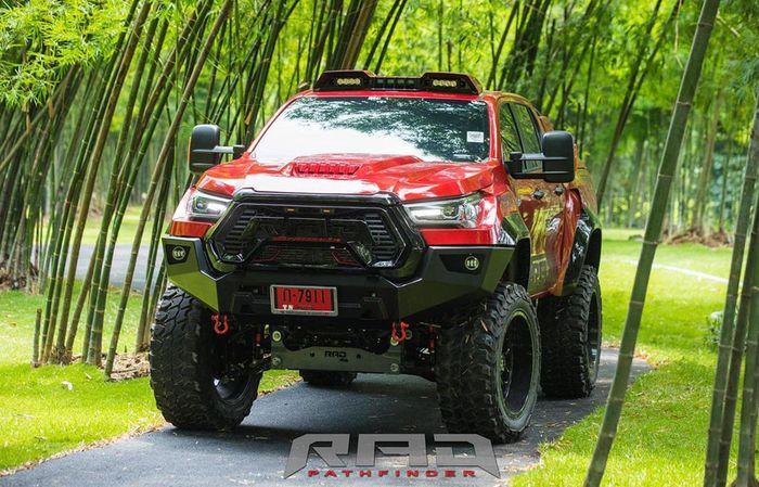 Tampang Toyota Hilux dibuat lebih garang seperti sedang marah