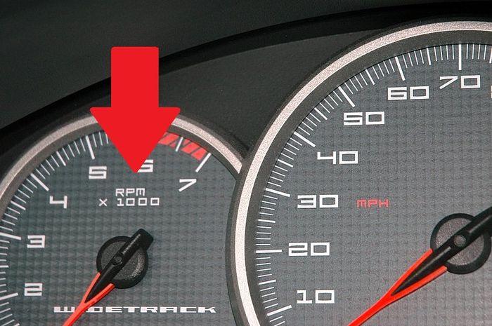 Mengenali arti singkatan RPM di tachometer, ada dua versi, mana yang benar?