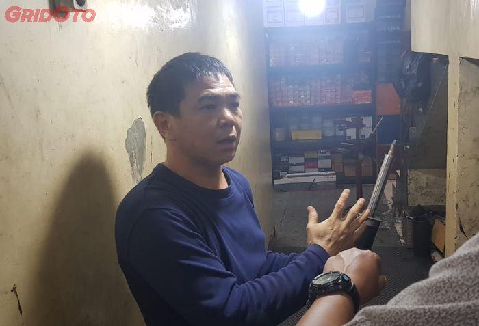 Akhiong menjelaskan mengenai shockbreaker