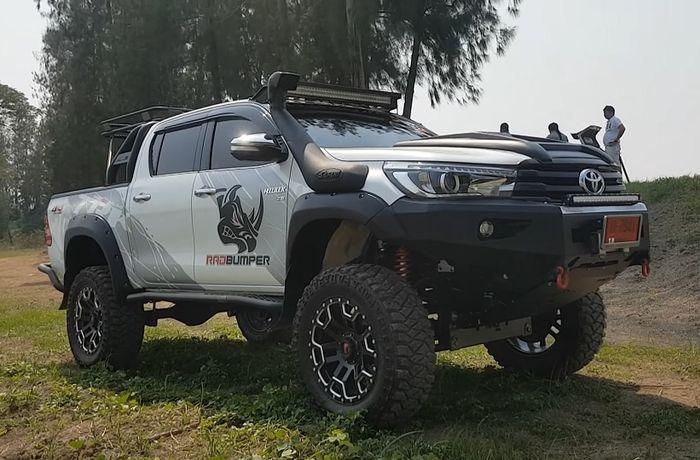 Tampilan depan modifikasi Toyota Hilux bergaya ALTO (All Light Terrain Off-road)