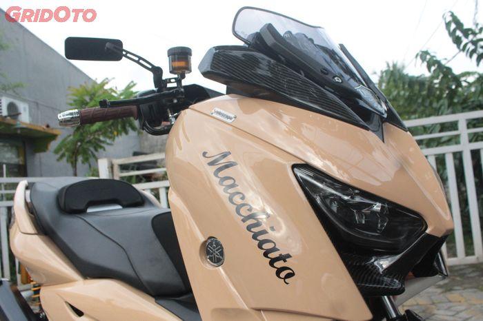 Warna bodi Yamaha XMAX coklat muda mirip dengan warna Caramel Macchiato kopi favorit bro Yoga