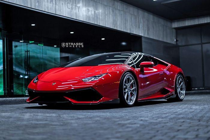 Modifikasi Lamborghini Huracan unik berjubah merah Ferrari