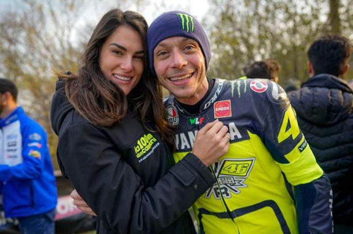 MotoGP 2020 Berakhir, Valentino Rossi Pamer Kemesraan Saat Liburan Bersama Sang Kekasih, Francesca Sofia Novello
