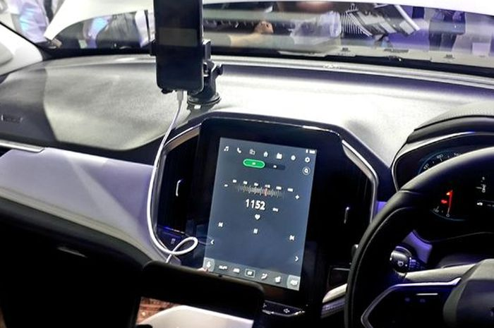 Fitur WIND pada Wuling Almaz 7-Seater saat menjalankan radio