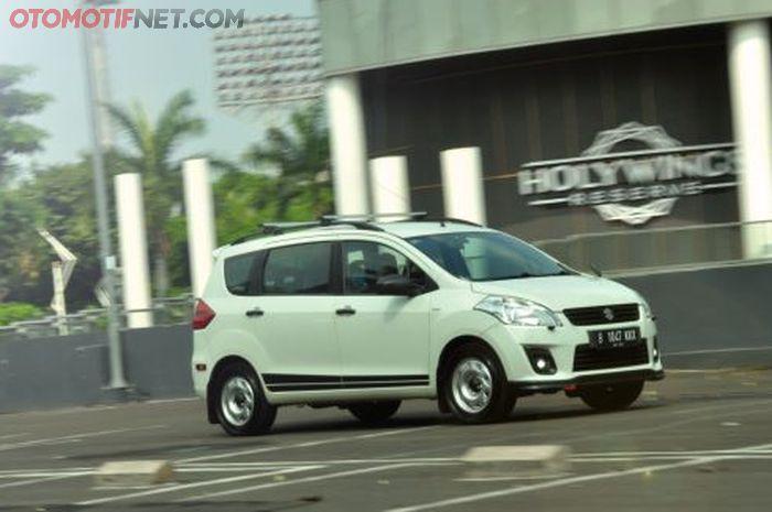 Modifikasi Suzuki Ertiga GL 2012 milik Febrian Kurniaji. Awalnya bergaya rally look