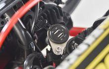 apa jadinya kalau soket usb charger di motor kemasukan air?