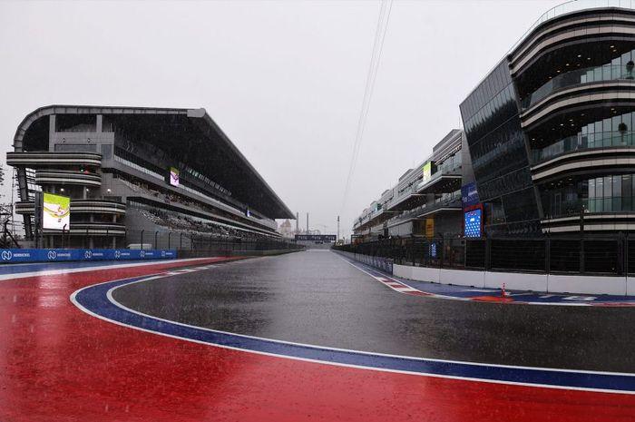 Sesi FP3 F1 Rusia 2021 resmi dibatalkan lantaran beberapa titik di Sirkuit Sochi sudah terendam air setelah diguyur hujan deras