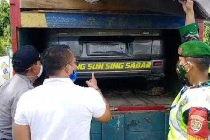 Modus mudik gelap mobil digendong truk