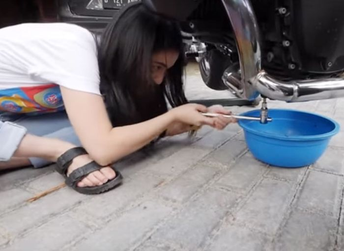 Rutin ganti oli bisa cegah banyak masalah di mesin